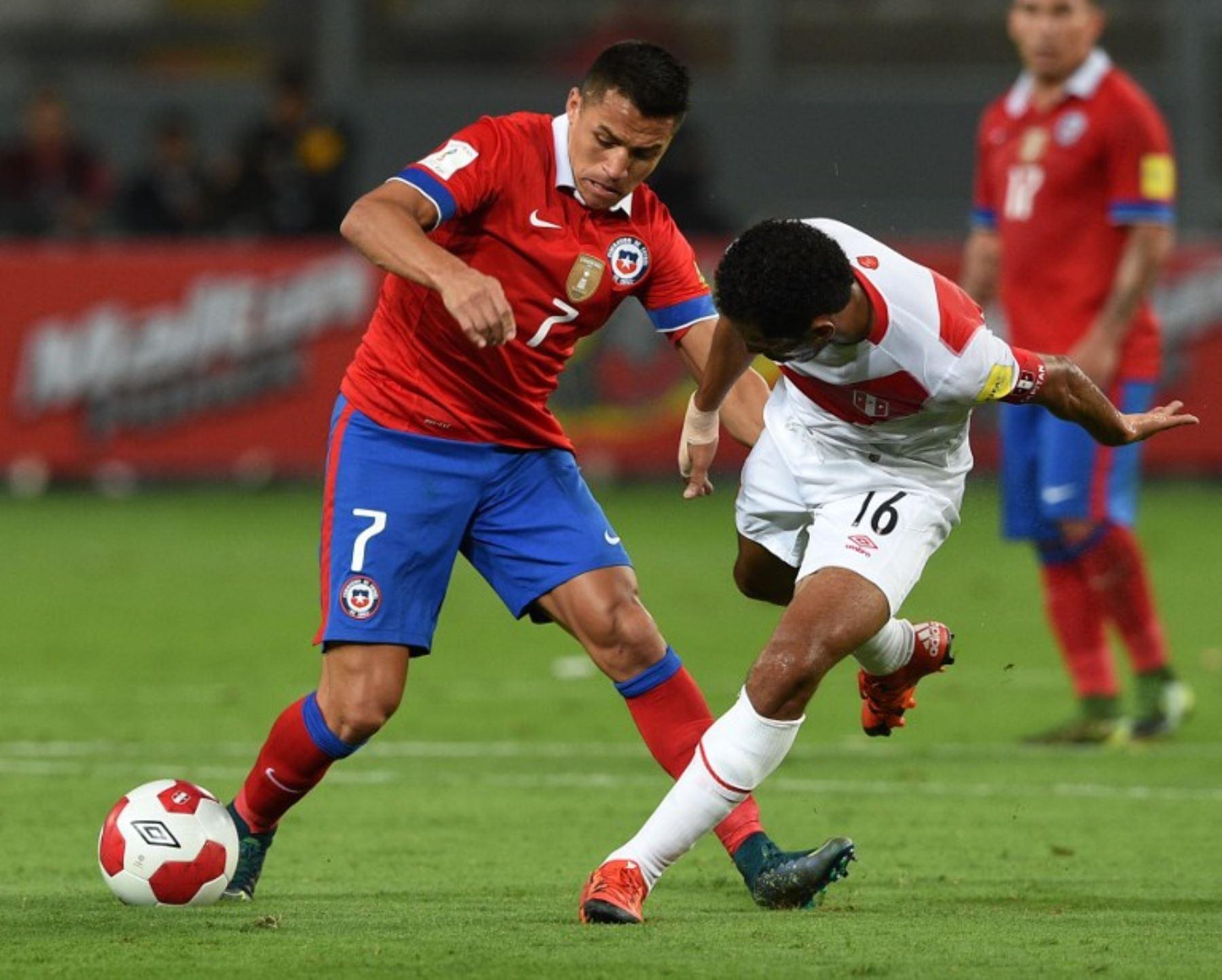 Perú jugando con diez hombre pierde ante los chilenos