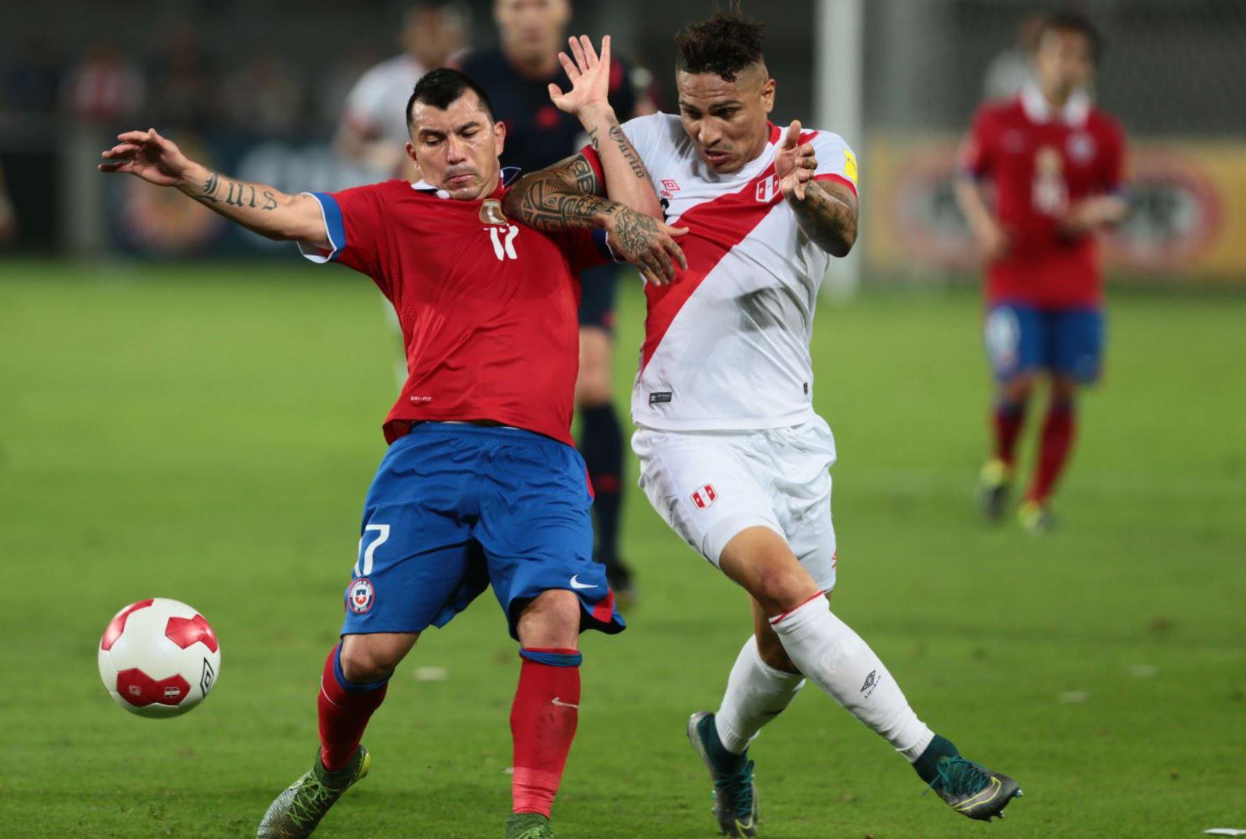 Perú jugando con diez hombre pierde ante los chilenos por Eliminatorias Rusia 2018.Foto: ANDINA/Carlos Lezama