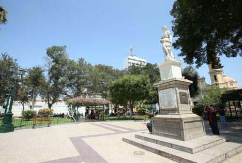 Con diversas actividades artísticas y culturales, en la Plaza de Armas de Piura, la ministra del Ambiente, Fabiola Muñoz, encabezará la ceremonia de lanzamiento de la Agenda de Conmemoración del Bicentenario de la Independencia, que se realizará de manera simultánea en otras 19 regiones el país.  ANDINA/Melina Mejía