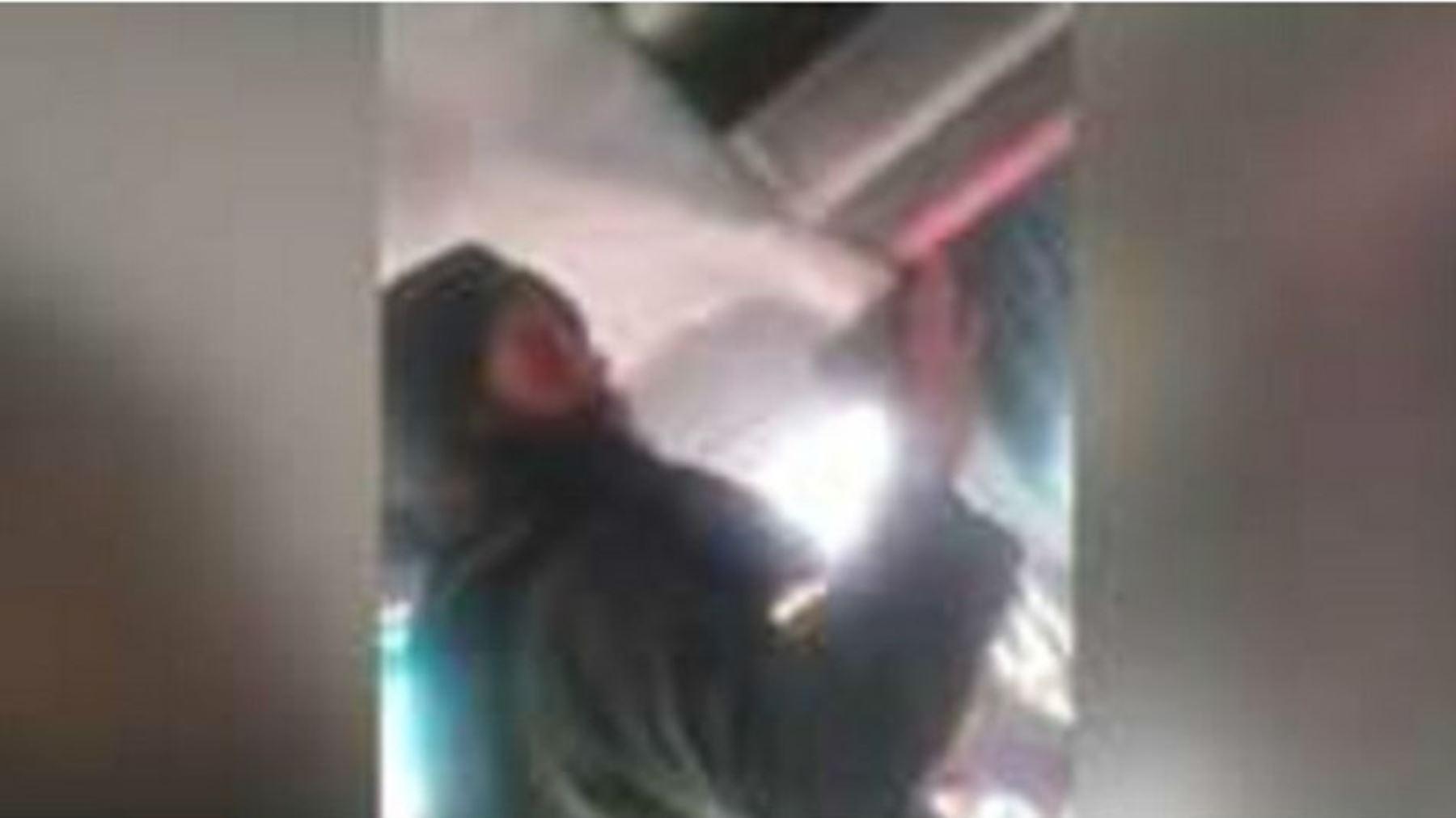 Camara Oculta Mujeres afgana graba en cámara oculta operación de lavado de imagen