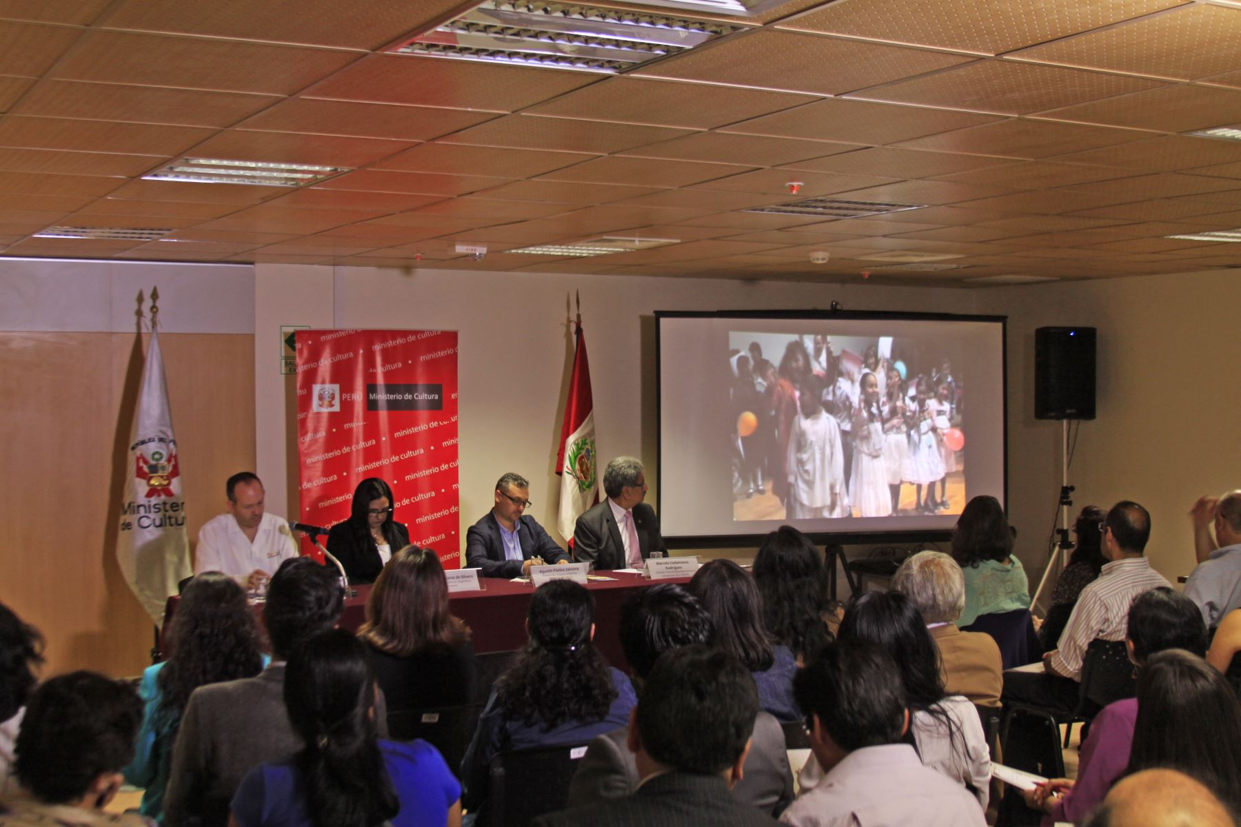 Mesa redonda internacional sobre derechos lingüísticos