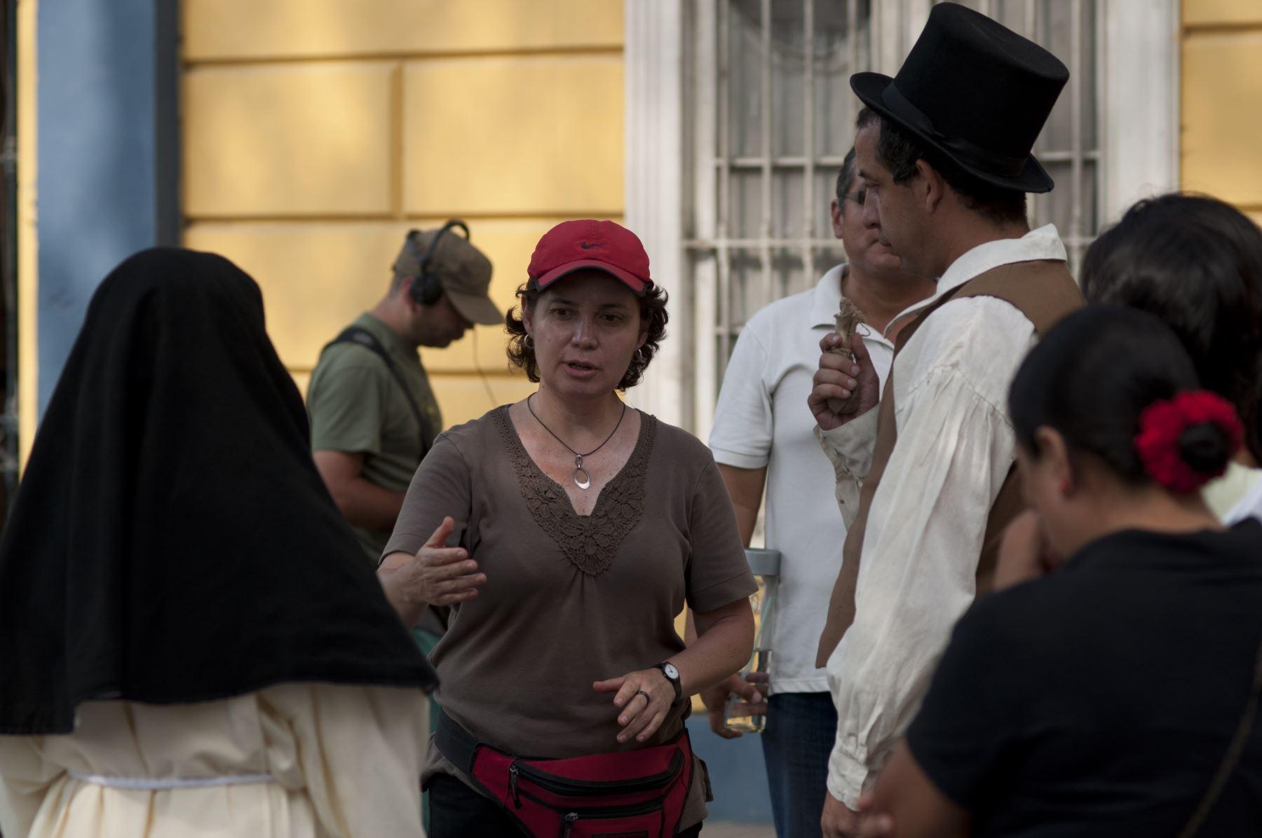 Rocío Lladó dirigiendo La amante del libertador