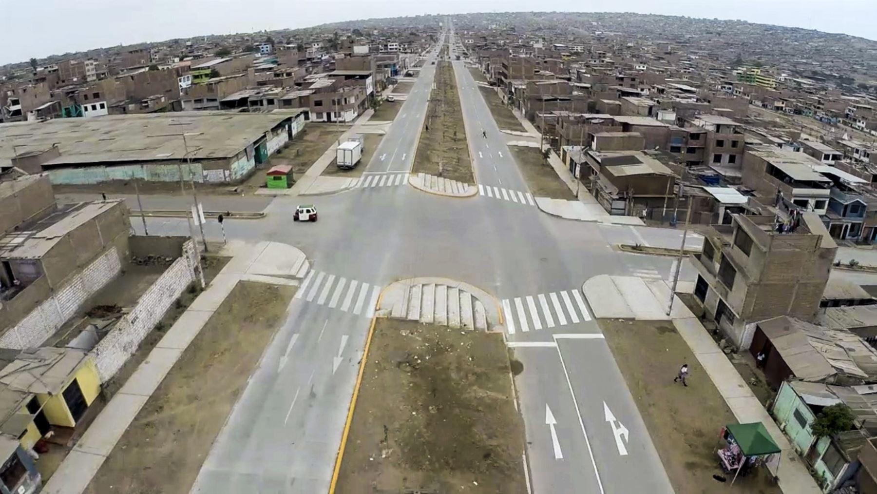 Remodelación de Av. María Elena Moyano, incluye pavimentación de otras avenidas, señalización, bermas de concreto y señalización.