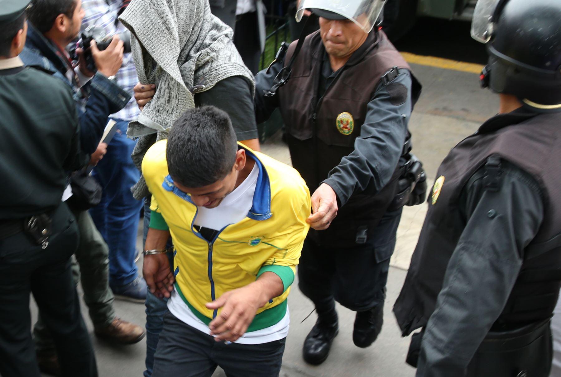 Trasladan a vándalos de Miraflores al Ministerio Público. Foto: ANDINA/Norman Córdova