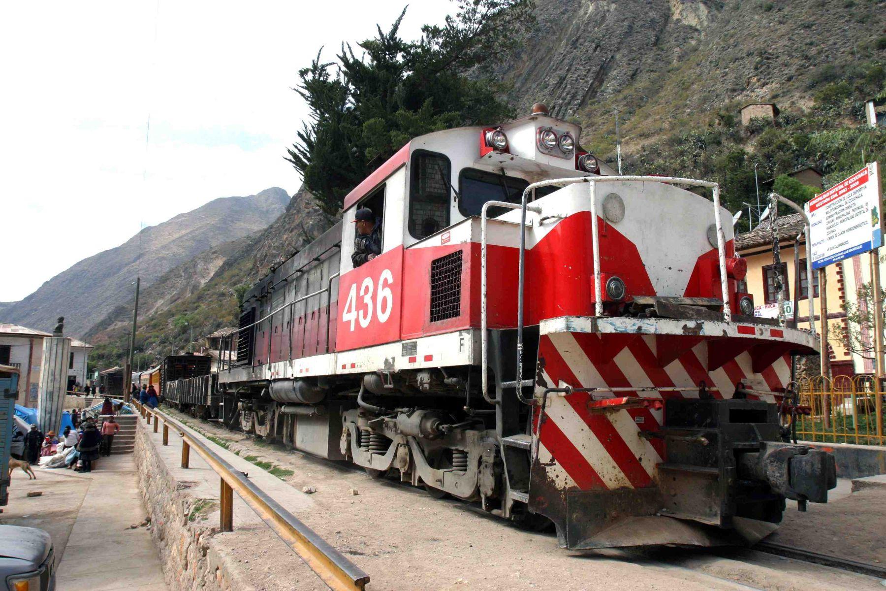 """El Ministerio de Transportes y Comunicaciones (MTC) informó que la rehabilitación integral del ferrocarril Huancayo-Huancavelica, conocido como """"Tren Macho"""", garantizará el tránsito de personas y cargas a través de un servicio ferroviario seguro en la zona de influencia, beneficiando a más de tres millones de personas.Foto:  ANDINA/archivo."""
