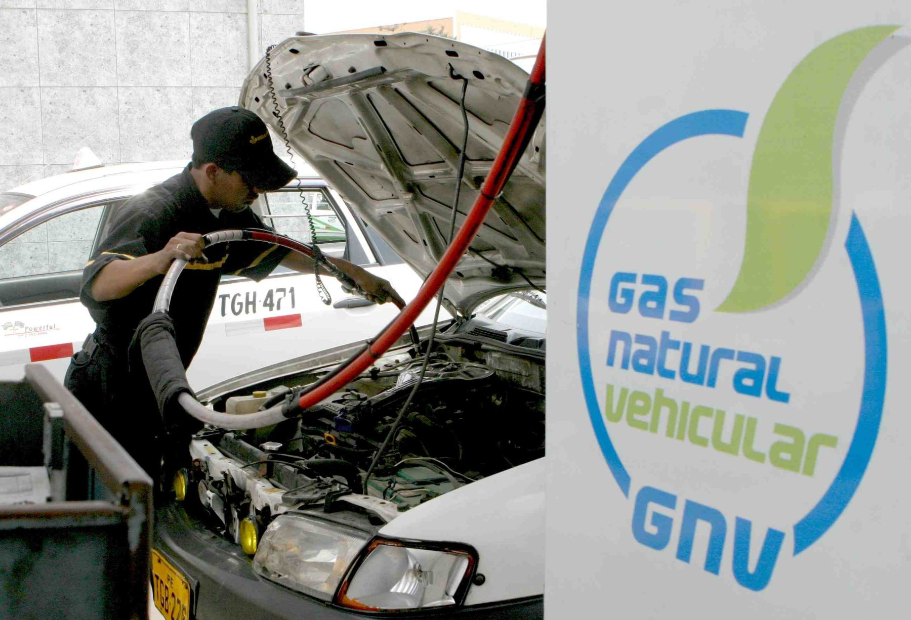 Aprueban norma para impulsar gas natural en transporte de carga y pasajeros