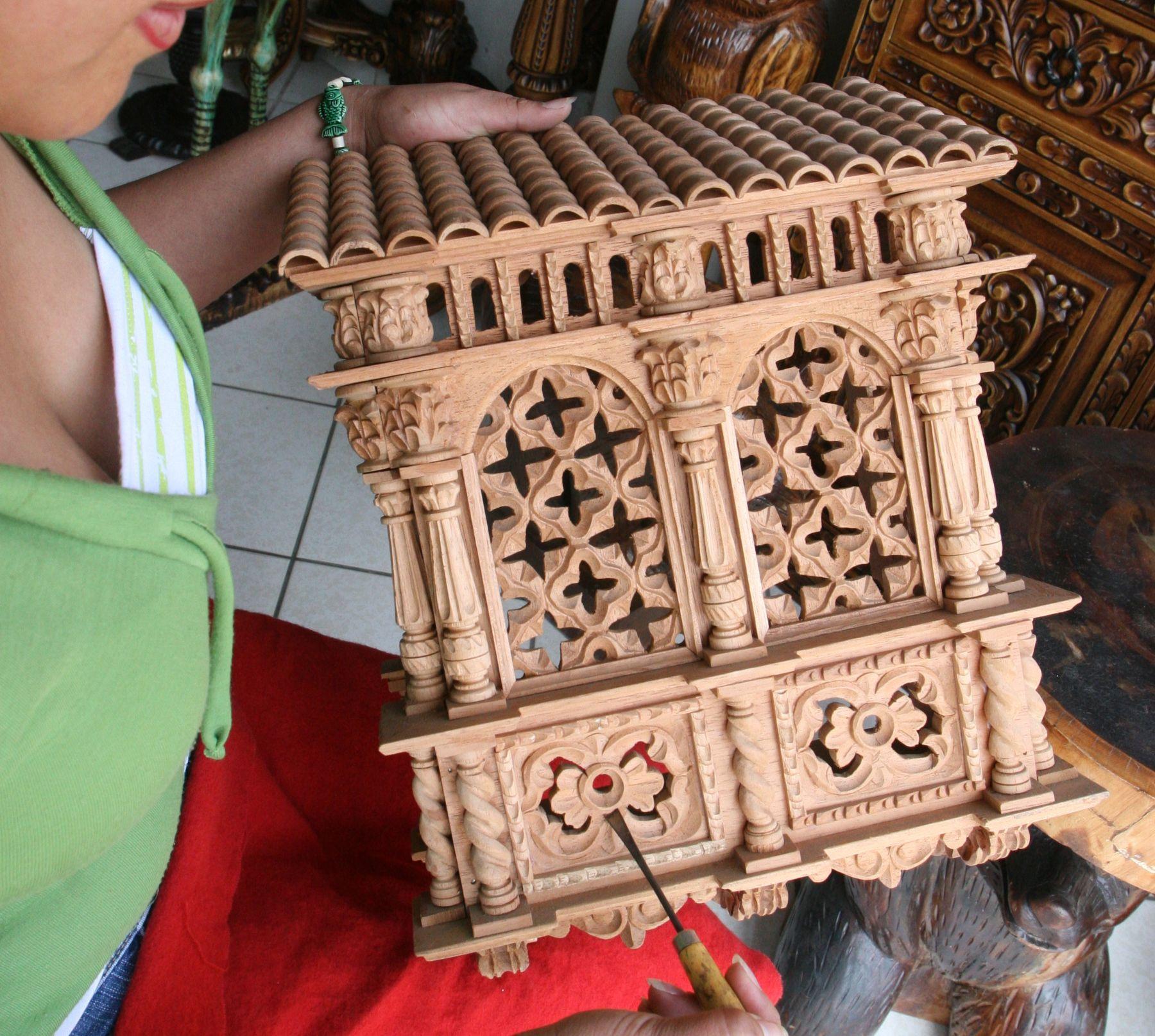 Expertos talladores peruanos convierten el cedro y la caoba en finas ...