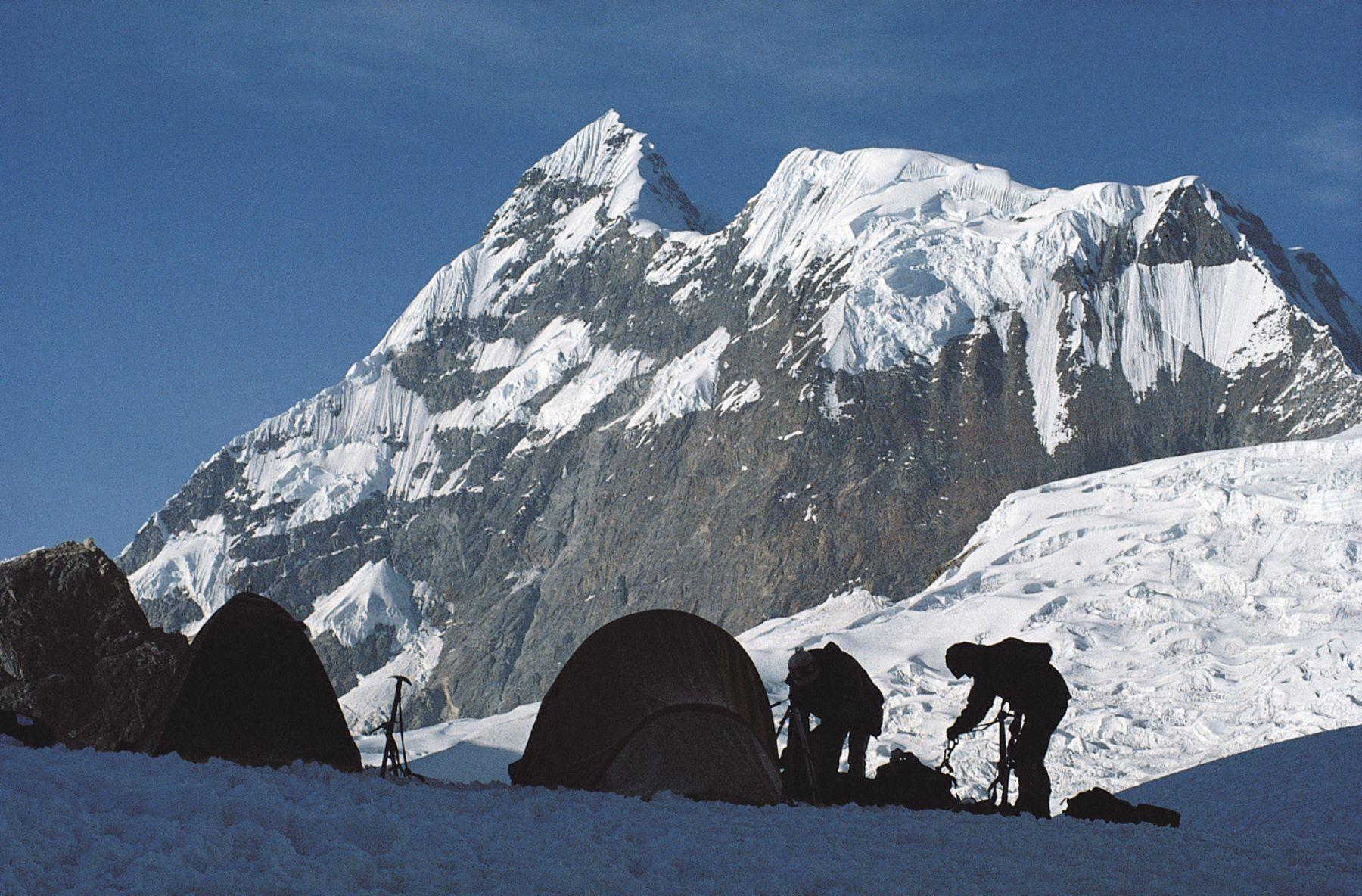 Científicos de Perú y Estados Unidos perforarán el hielo glaciar del nevado Huascarán hasta llegar a la roca madre. ANDINA/archivo