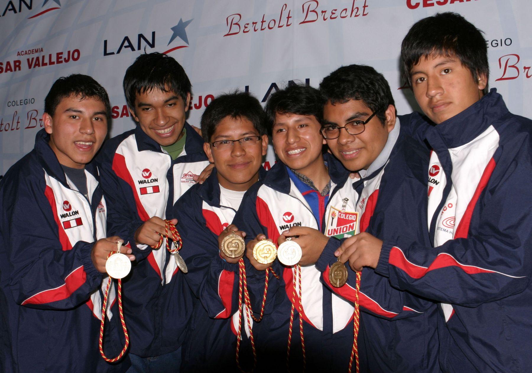 Escolar que ganó medalla de oro en Olimpiada de Matemática quiere ... 44d14d390ee9d