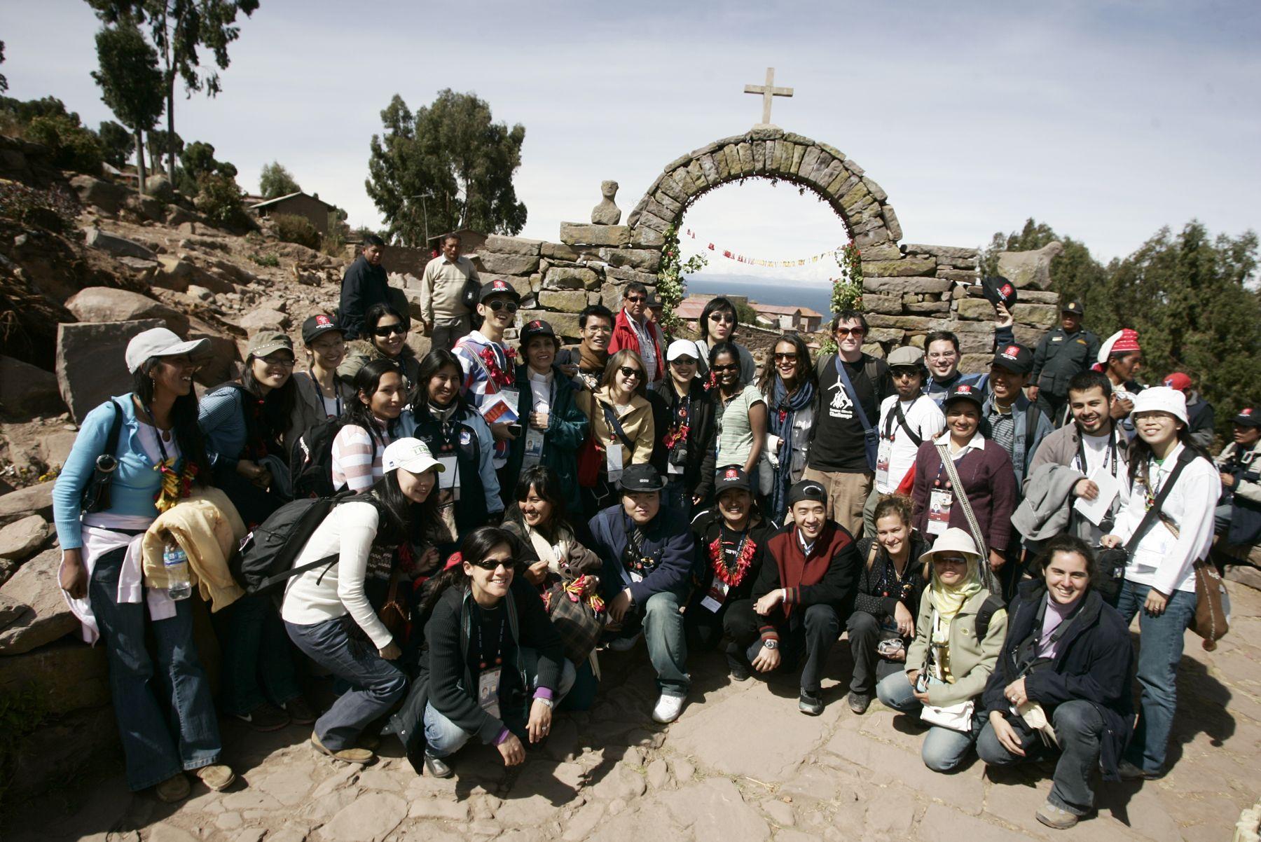 Delegados del Encuentro de Jóvenes de la APEC visitan la Isla de Taquile, en el Lago Titicaca, Puno. Foto: ANDINA / Rafael Cornejo