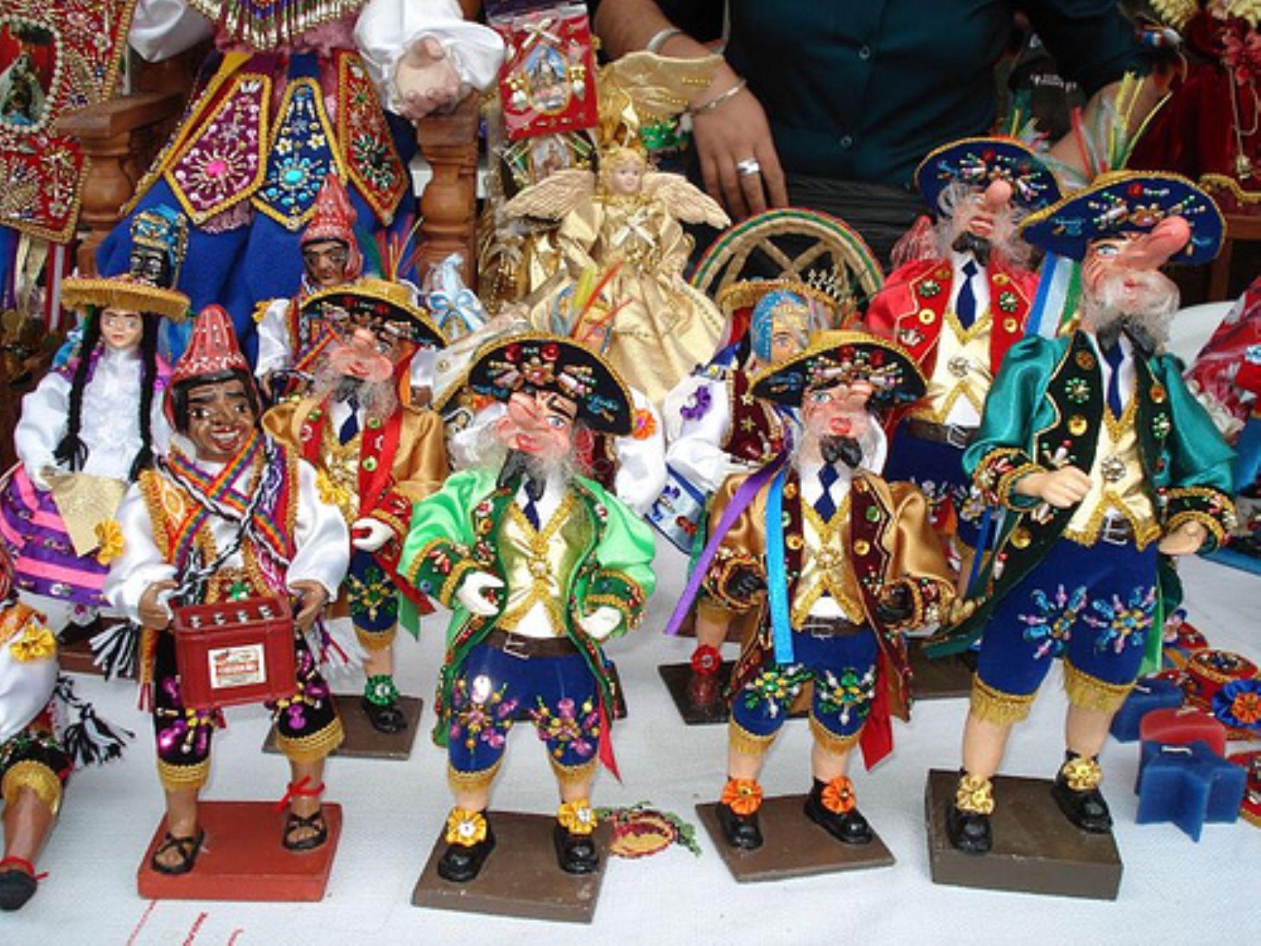 Figuras expendidas en el Santurantikuy. Foto: ANDINA / Archivo.
