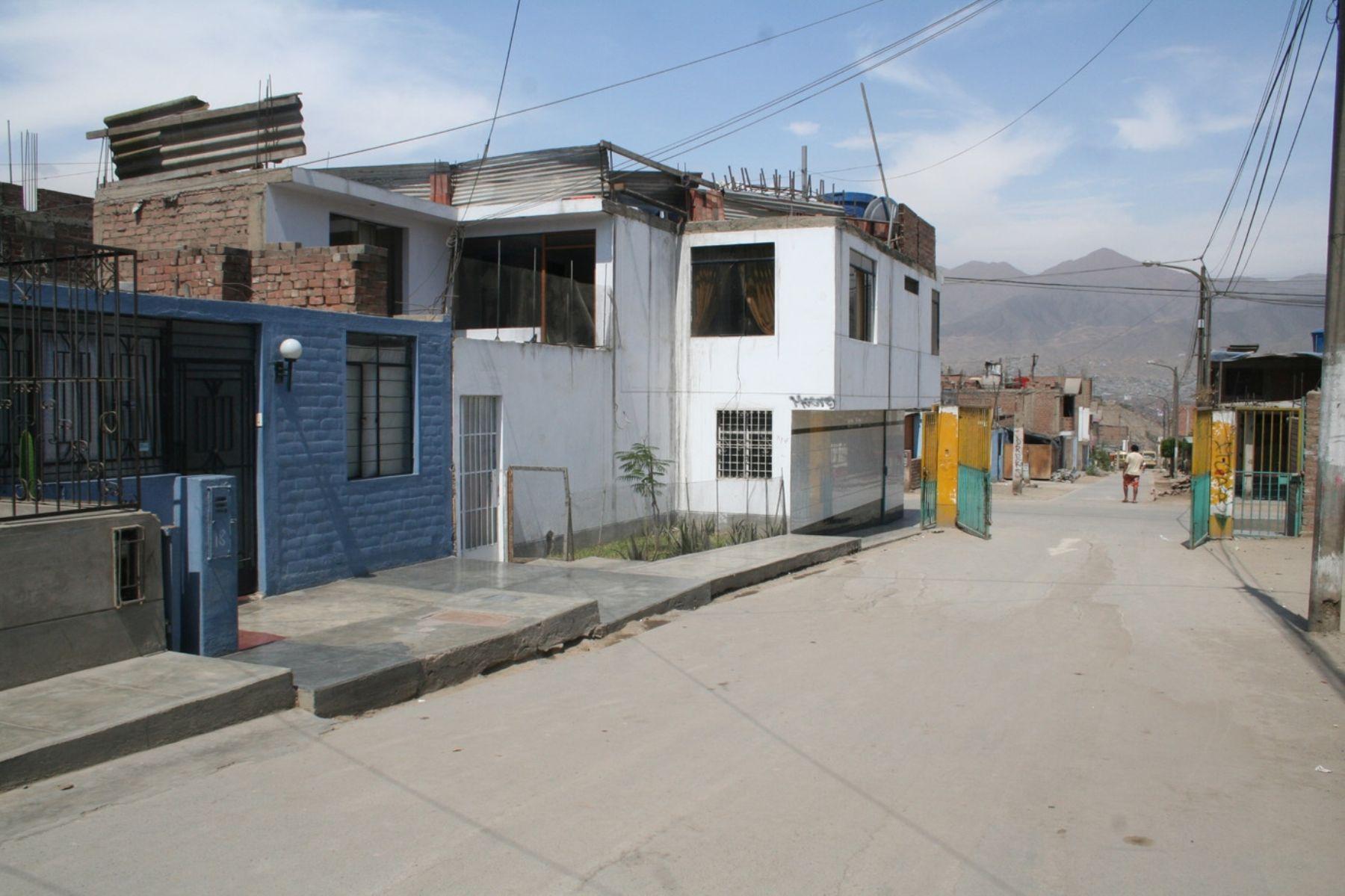 Viviendas de ex Enace en urbanización Mariscal Cáceres en San Juan de Lurigancho