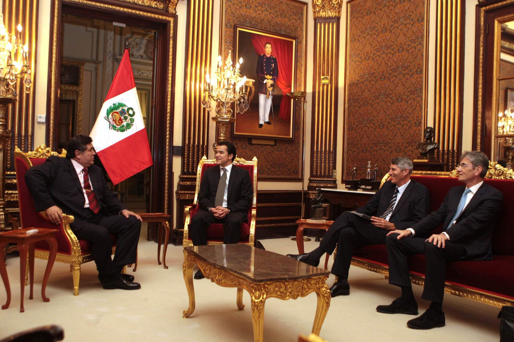 Peruvian President Alan Garcia Perez met Friday morning with Perenco Group's chairman Francois Perrodo and general manager Daniel Kadjar at the Government Palace in Lima. Photo: Sepres.