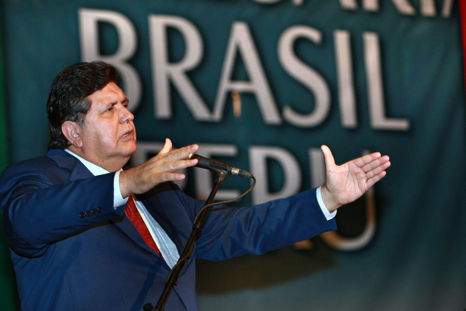El presidente de la República, Alan García Pérez, participa en el Estado de Acre, Brasil, de la ceremonia de apertura del Foro Empresarial Perú Brasil. Foto: Sepres.