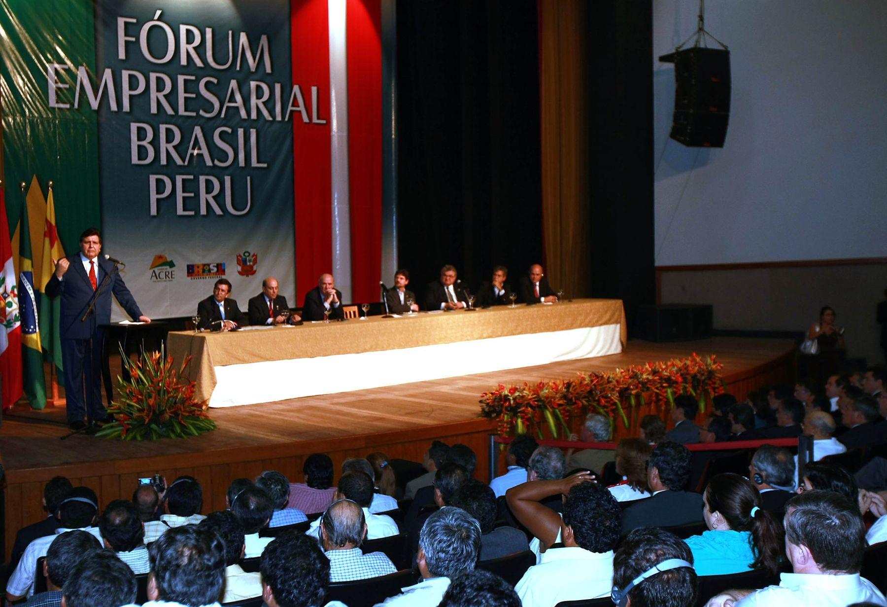 El presidente de la República, Alan García Pérez, participa en el Estado de Acre, Brasil, de la ceremonia de apertura del Foro Empresarial Perú Brasil . Foto: Sepres.