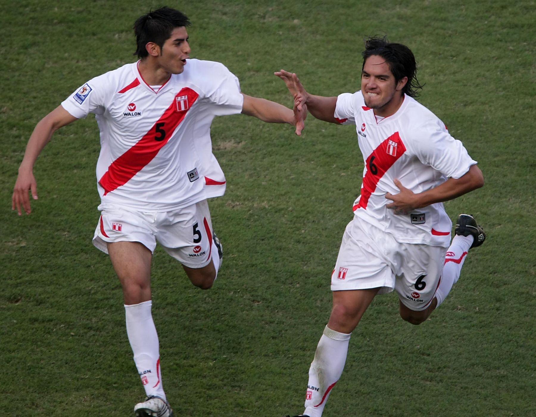Juan Vargas celebra gol ante la selección de Ecuador. Foto  ANDINA    Archivo . c00a1b135bad2