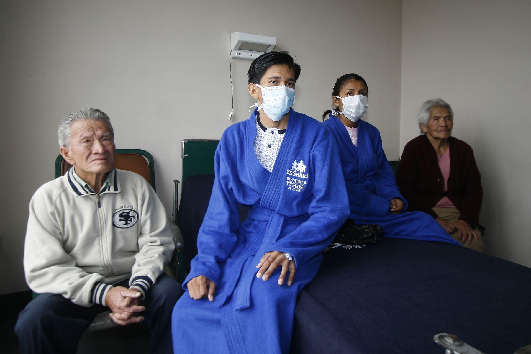 Pacientes de EsSalud que recibieron órganos donados recientemente. Foto: ANDINA/Stephanie Zollner.