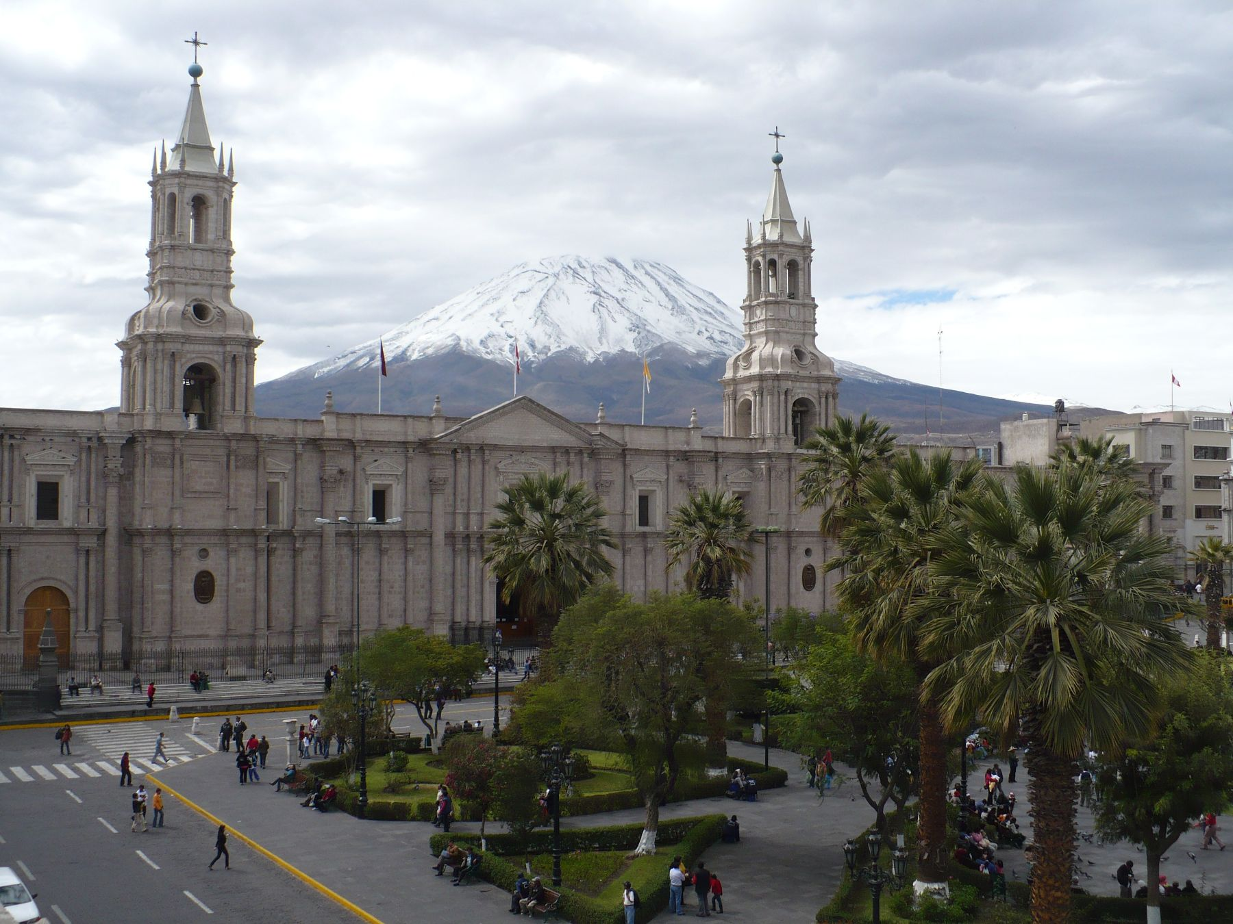 Una hermosa vista de la ciudad de Arequipa que celebra el 479° aniversario de fundación española. ANDINA