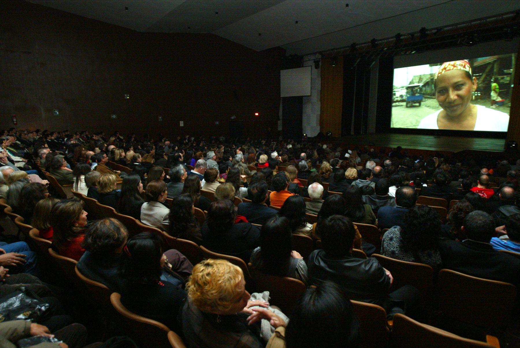 Las entradas al cine en Perú tienen el costo más bajo en Sudamérica. Foto ANDINA / Rubén Grández.
