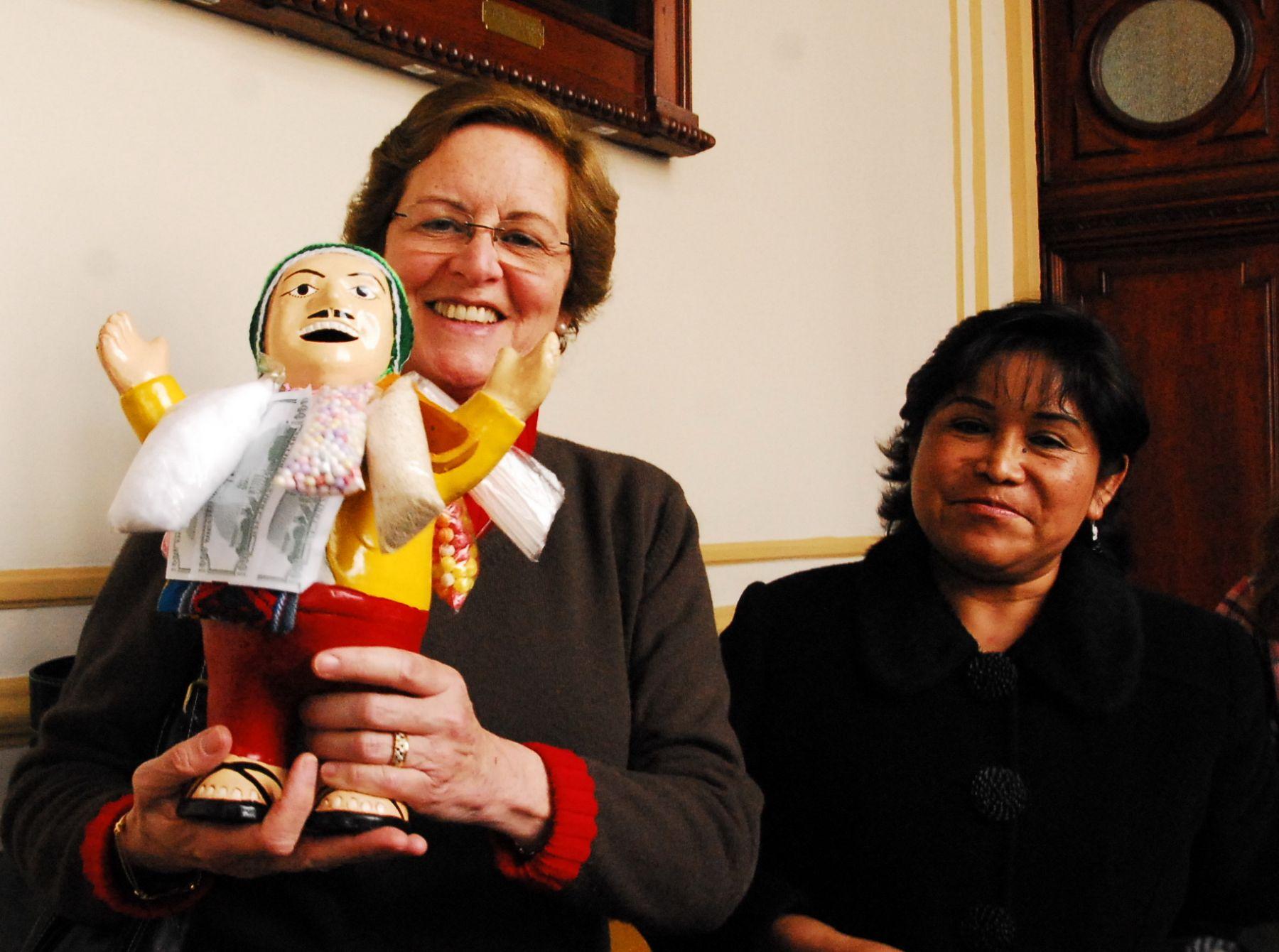 La directora del Instituto Nacional de Cultura (INC), Cecilia Bákula Bunge, aseguró hoy que el ekeko es una manifestación popular propia de toda la zona del altiplano.