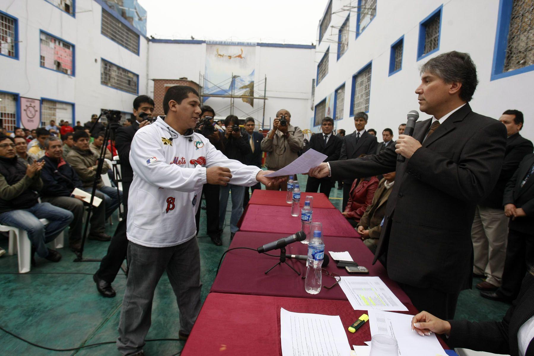 El Ministro de Justicia, Aurelio Pastor, en el penal de Lurigancho. Foto:ANDINA / Juan Carlos Guzmán Negrini/Archivo.