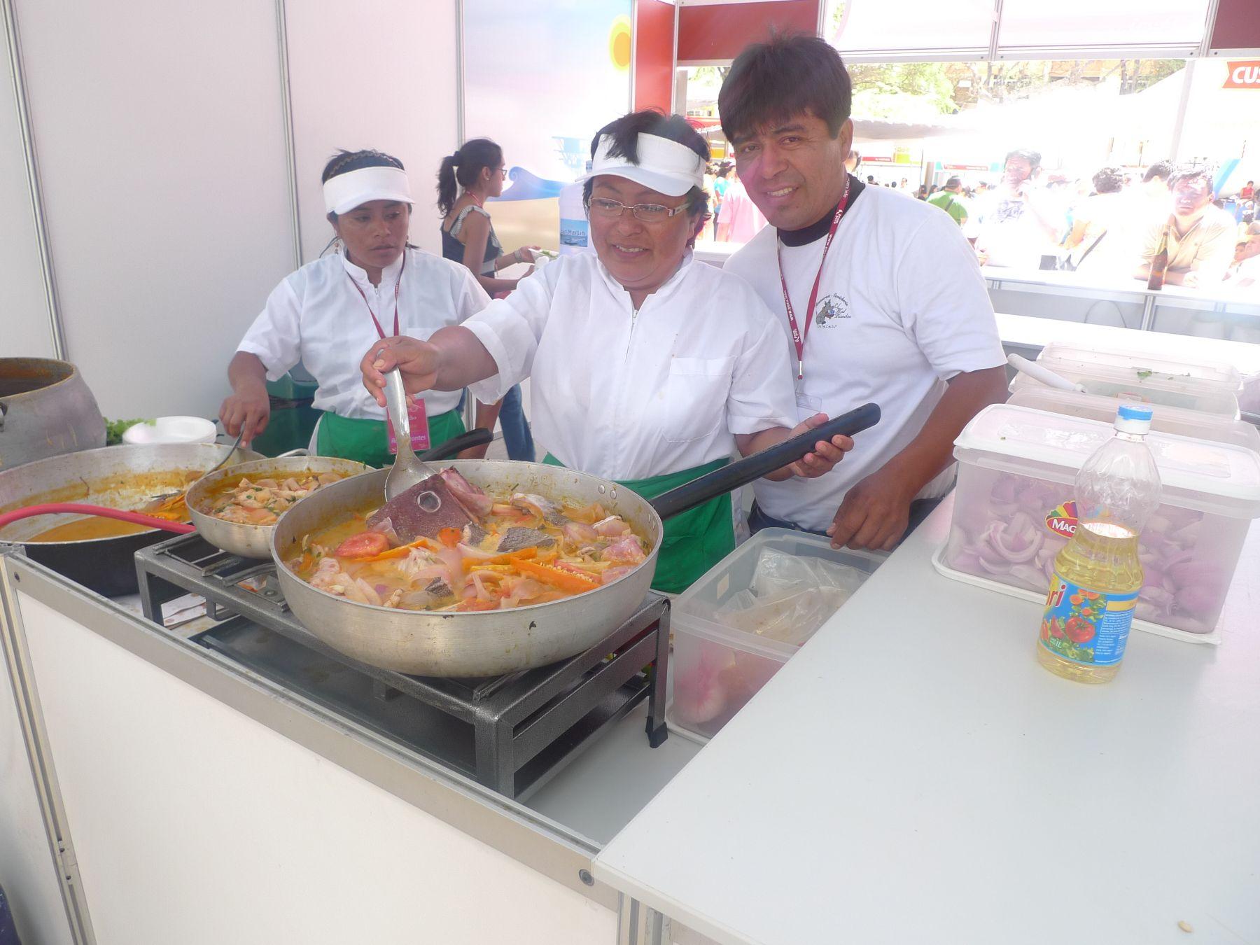 """Dueños del restaurante """"El mal mandao"""" de Catacaos, en Piura. Foto: ANDINA / Lesly Bahamonde."""