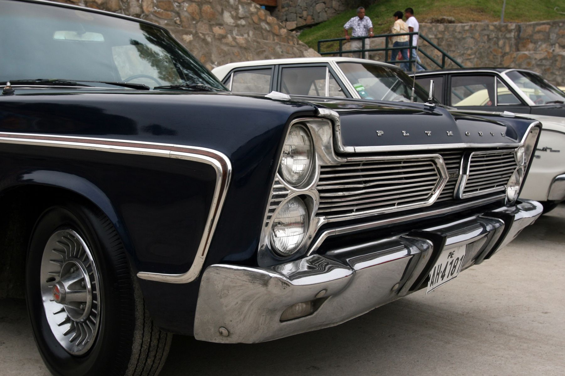 6475a36e6 Exhibición de autos antiguos y moderno en el Parque de la Amistad en Surco.  foto