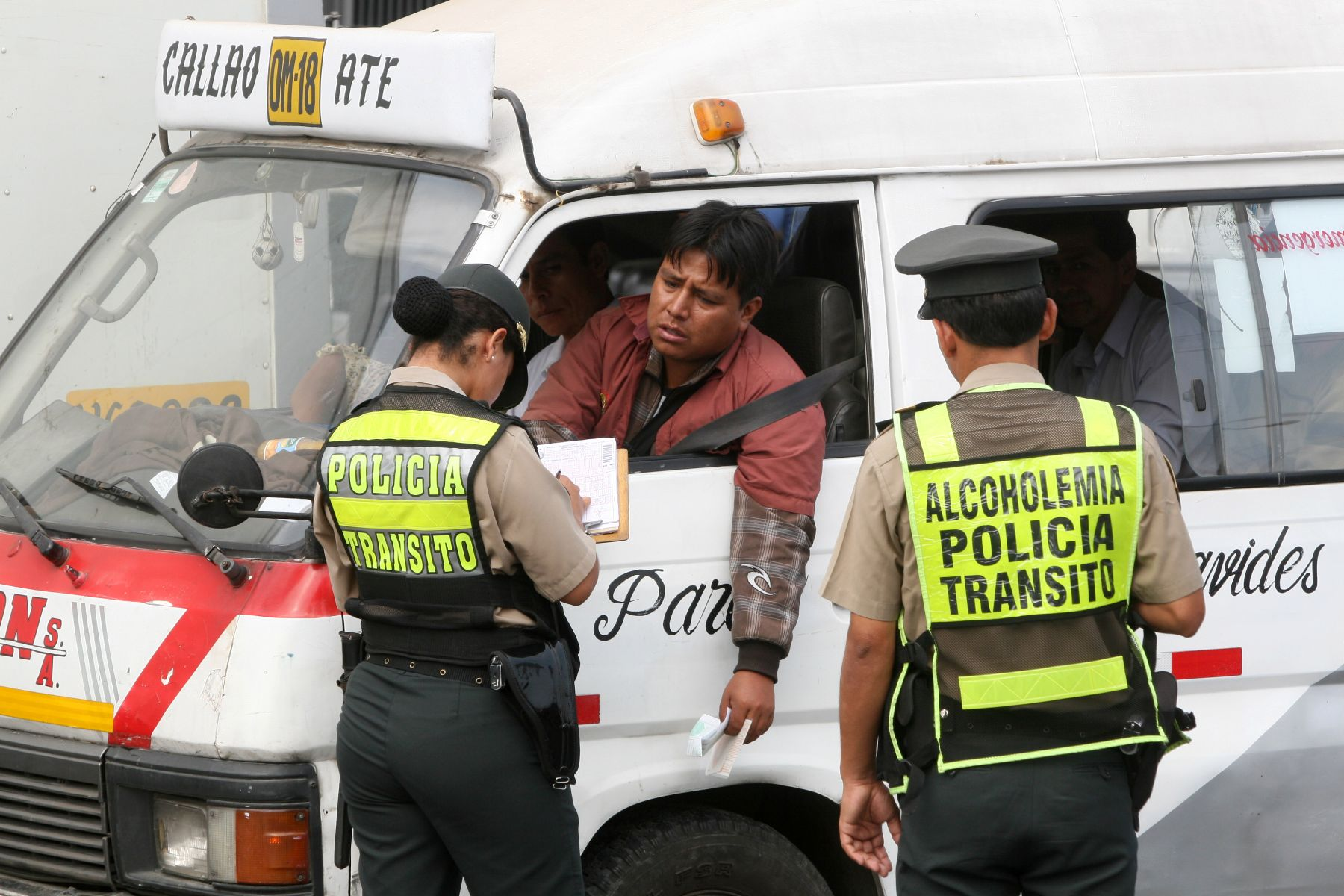 Resultado de imagen para choferes venezolanos, agencia andina