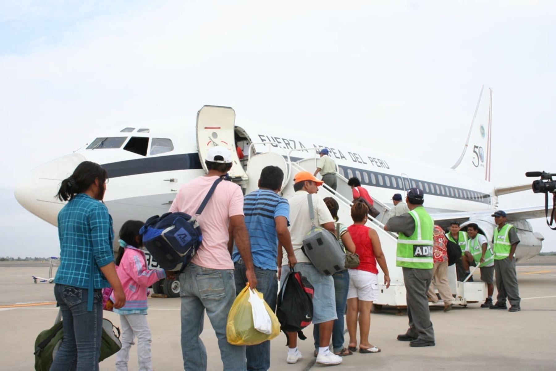 Con puente aéreo continúa traslado de pasajeros varados de ...