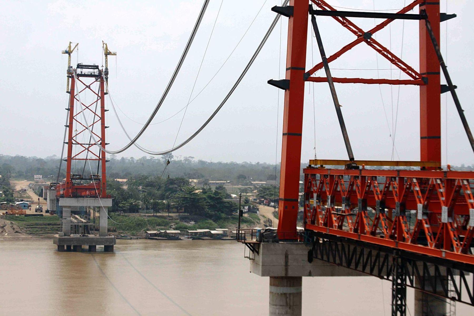 Construcción del Puente Continental (ex Puente Guillermo Billinghurst), en Madre de Dios.