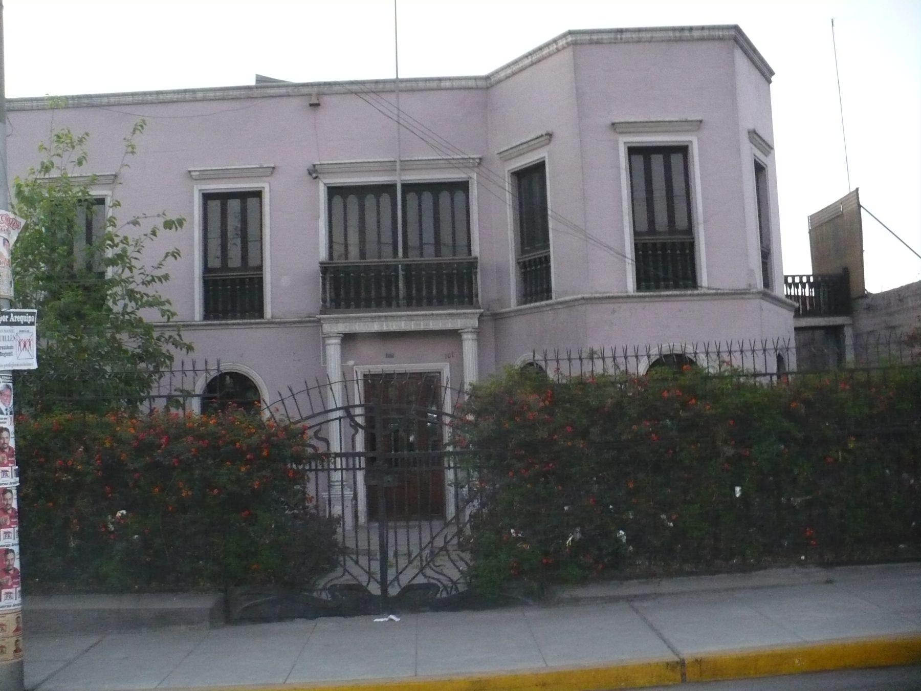 Casa ubicada en la avenida Parra n° 101 en la ciudad  de Arequipa, donde nació el escritor Mario Vargas Llosa. Foto: ANDINA / Rocio Méndez