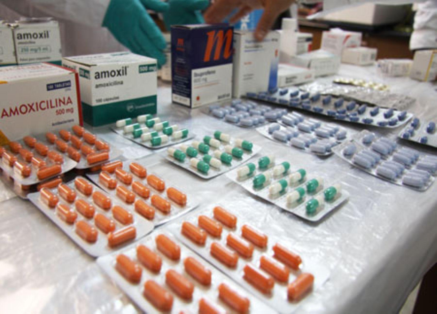 Medicinas genéricas son tan eficaces como las de marca y pueden costar hasta 172 veces menos, asegura el Ministerio de Salud. Foto: Minsa