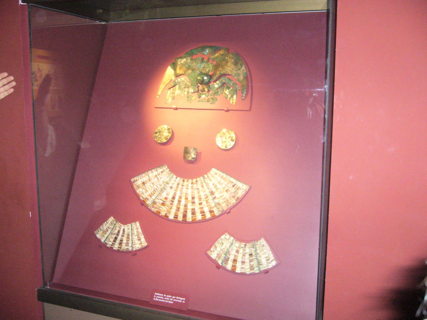 Corona en forma de búho exhibida en museo lambayecano. Foto: ANDINA/Silvia Depaz.