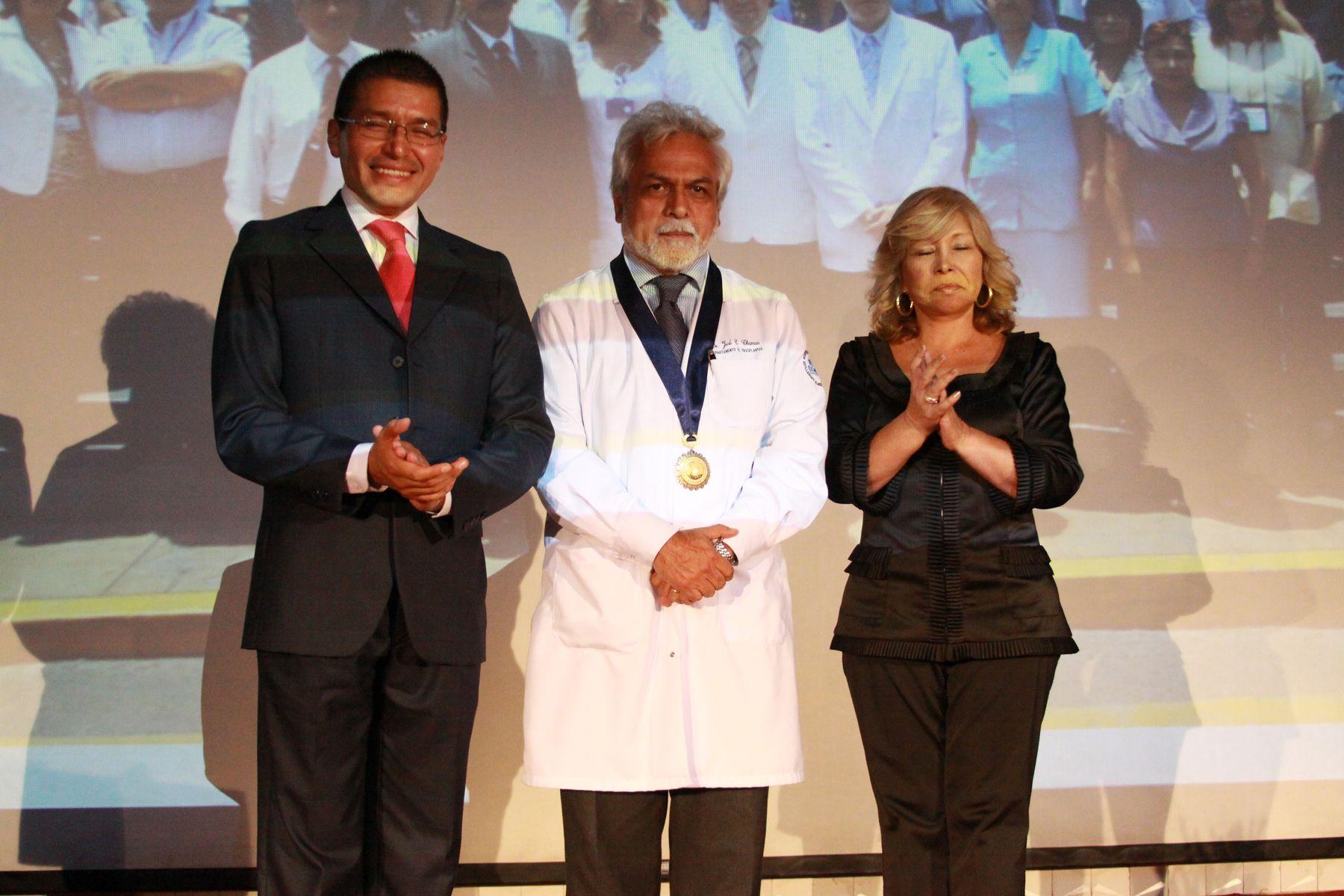 El Hospital Almenara condecora a Profesionales de la Salud que han contribuido al desarrollo de la Medicina Peruana presidida por el titular de ESSALUD Félix OrtegaFoto: ANDINA/Jessica Vicente