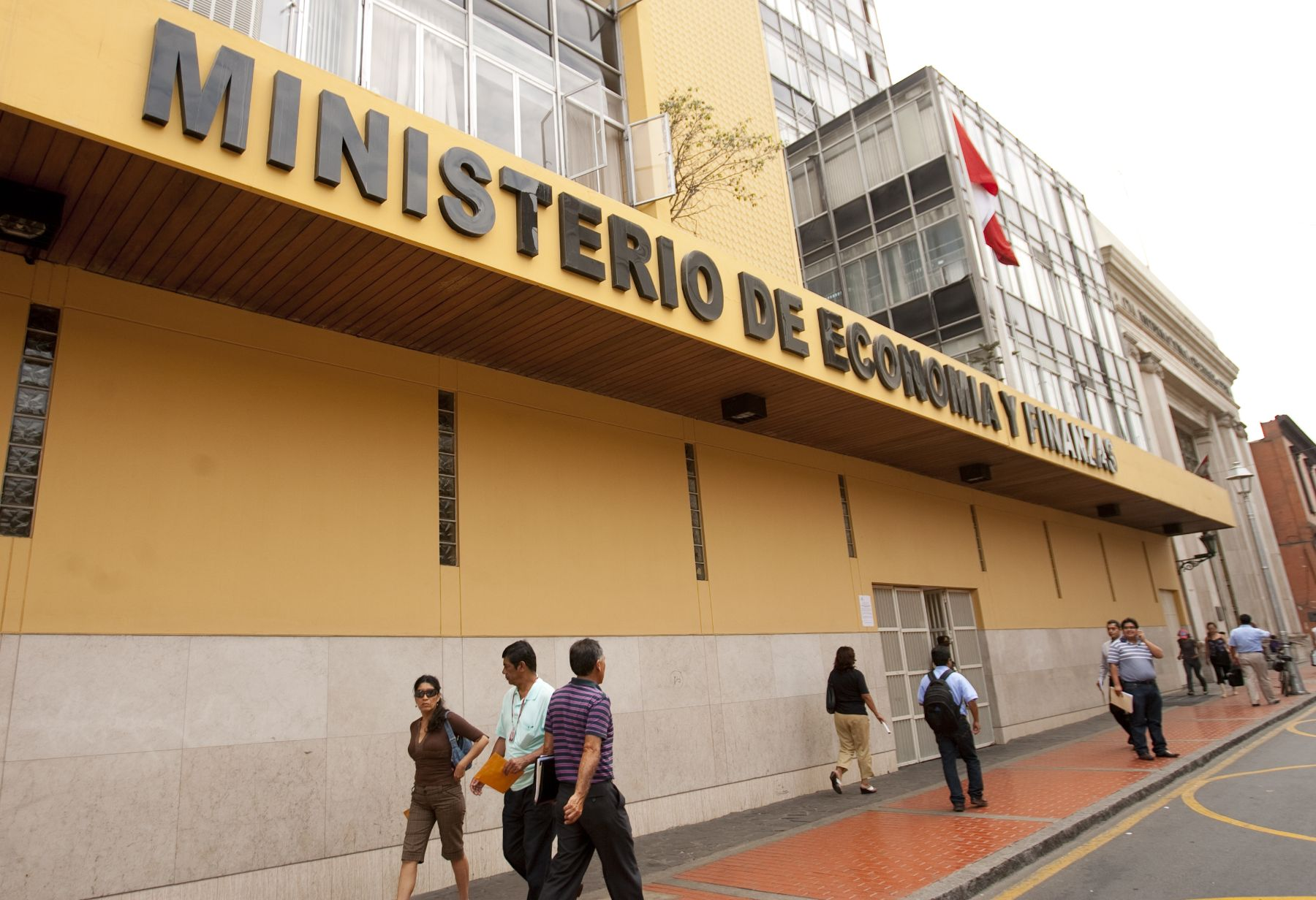 Facade of the Peruvian Ministry of Economy and Finace. Photo: ANDINA/ Cesar García
