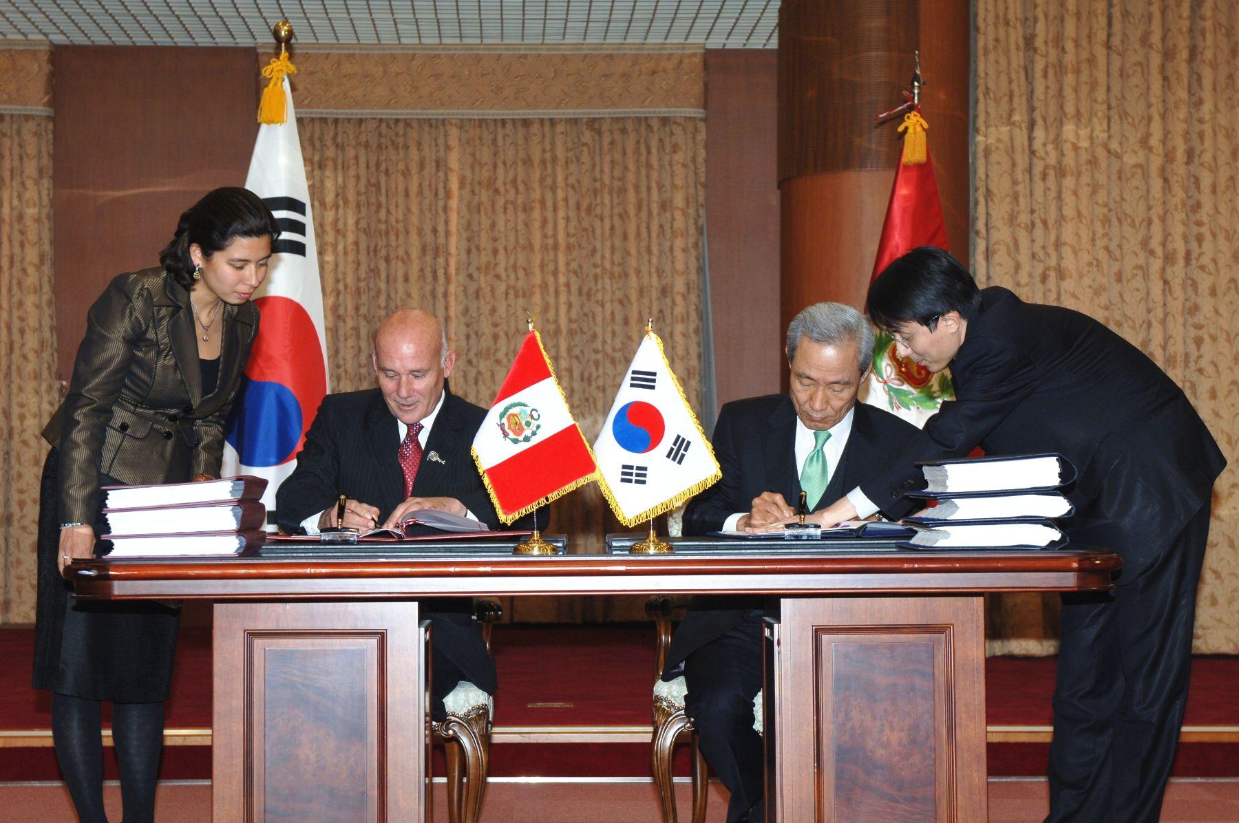 Peru South Korea Sign Free Trade Agreement News Andina Peru