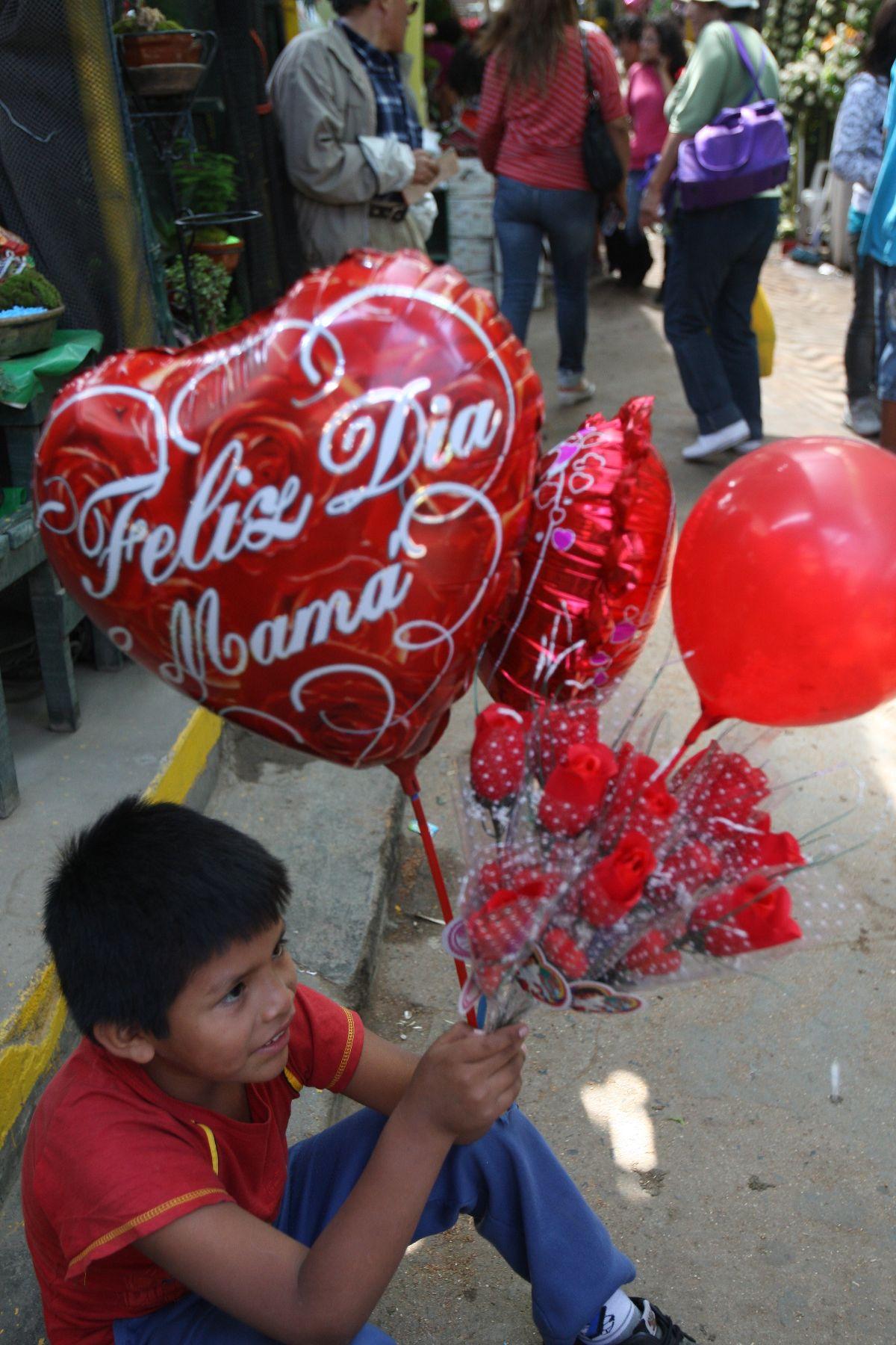 Venta de Flores por el día de la madre Foto: ANDINA/Norman Córdova