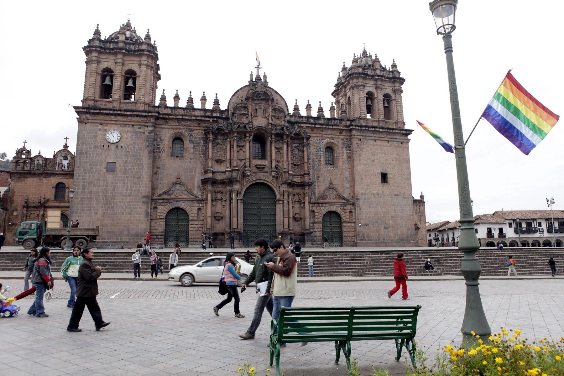 """Una investigación arqueológica permitirá en octubre próximo confirmar la existencia de un gigantesco """"usnu"""" o estructura ceremonial de la época Inca en la base del atrio de la basílica catedral de la ciudad del Cusco. ANDINA/archivo"""