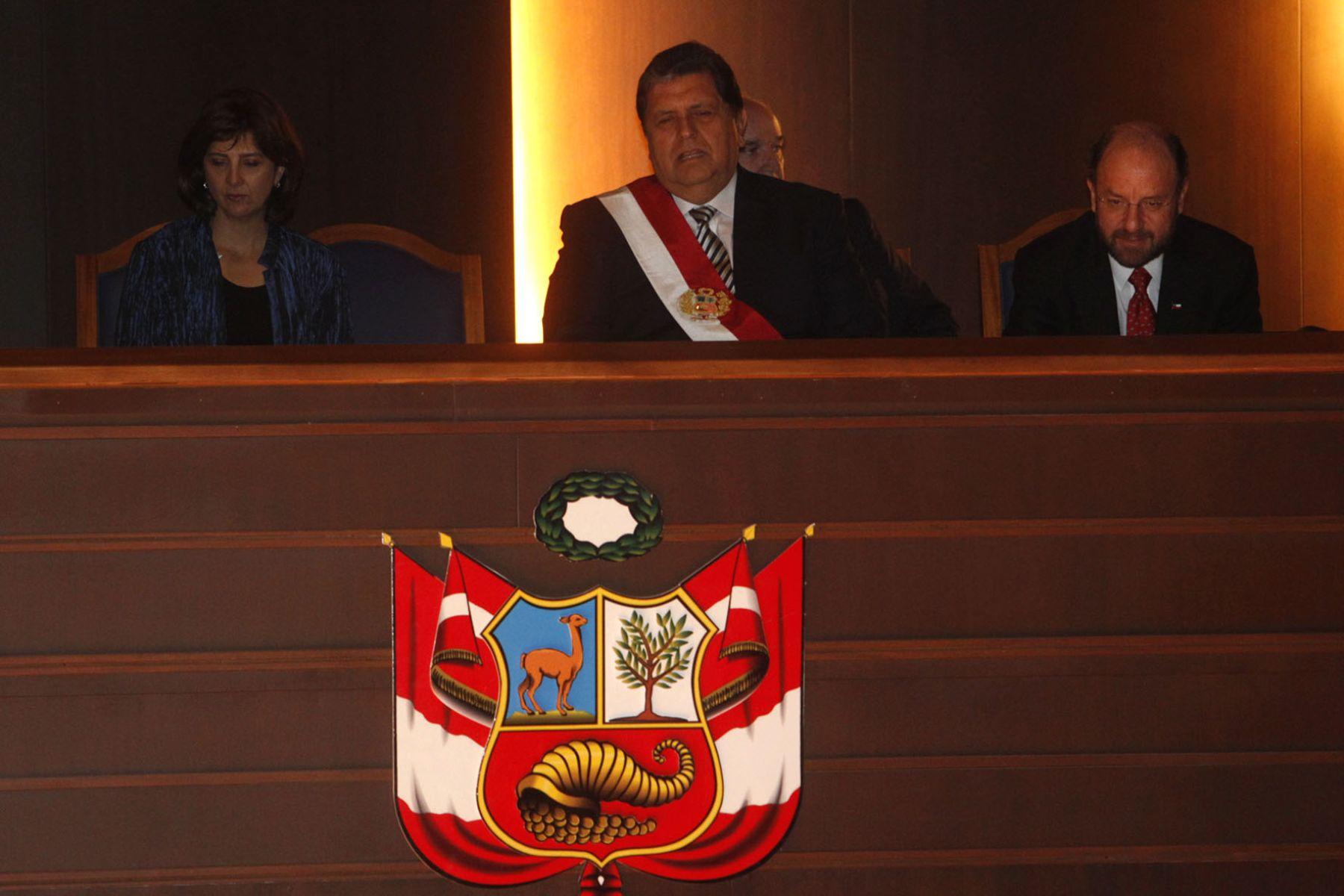 Jefe del Estado asiste a inauguración del Gran Teatro Nacional, acompañado de los cancilleres de Chile, Alfredo Moreno, y de Colombia, María Holguín.