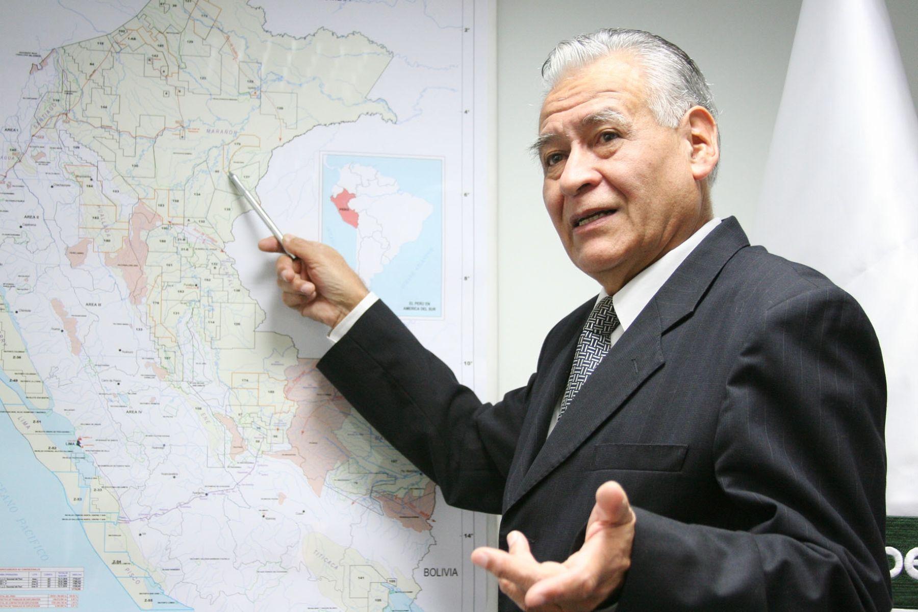 Presidente de Perupetro, Aurelio Ochoa; y el Lote 64.
