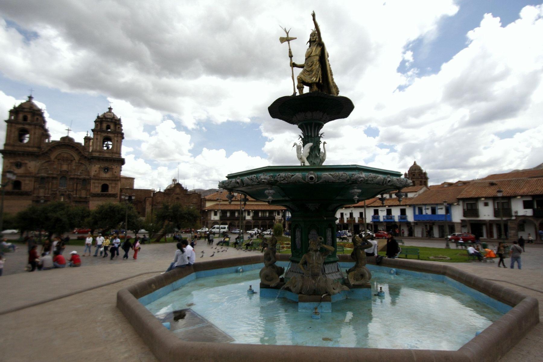 Monumento al inca instalado en la plaza de Armas de Cusco. Foto: ANDINA/Percy Hurtado.