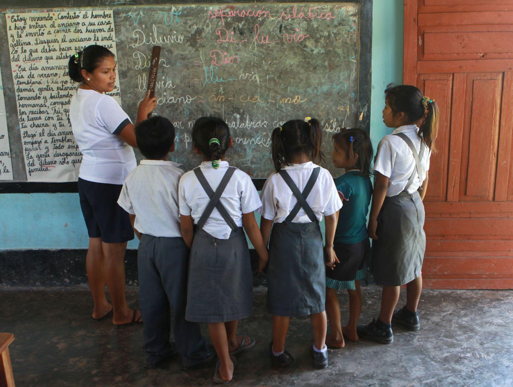 Viceministra de Gestión Pedagógica del Ministerio de Educación, Susana Helfer, plantea trabajo conjunto por la educación rural.