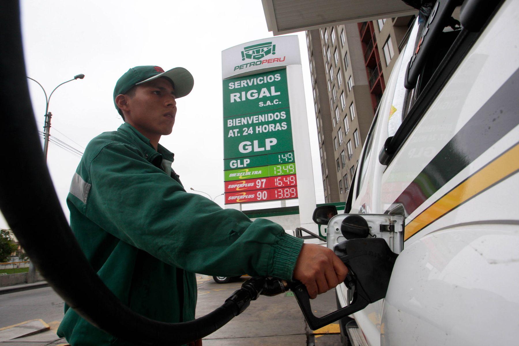 Ampliar red de grifos de Petroperú favorecerá acceso a combustible en zonas desatendidas