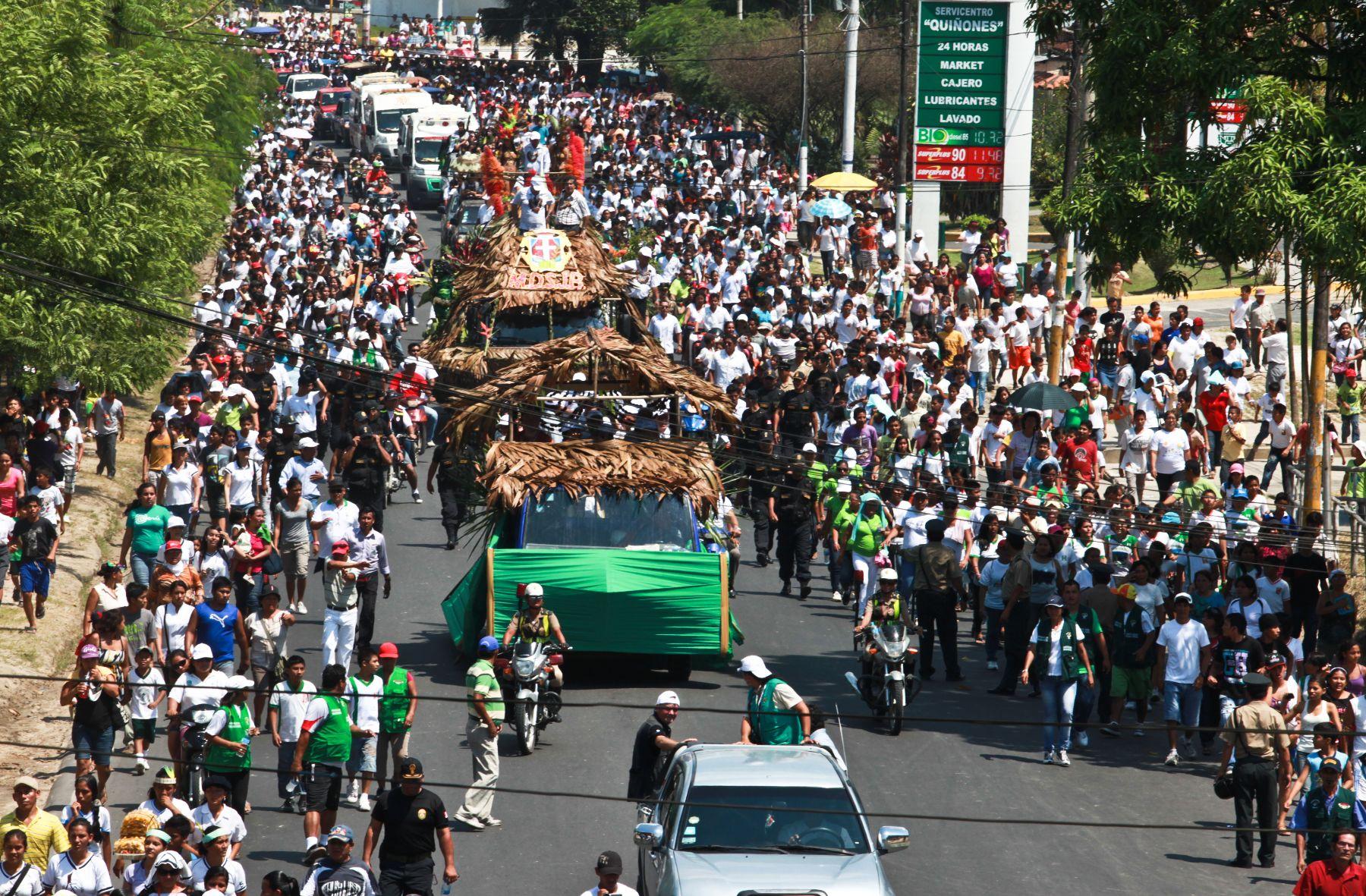La población de Iquitos se volcó a las calles para dar la bienvenida a las delegaciones de las maravillas naturales del mundo quienes asistirán al reconocimiento del río Amazonas. Foto: Gobierno Regional de Loreto