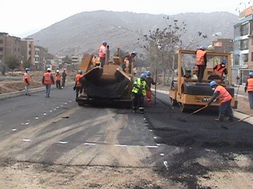 Los trabajos que se ejecutarán en la región San Martín contemplan el asfaltado de 170 kilómetros de carretera. ANDINA/Archivo