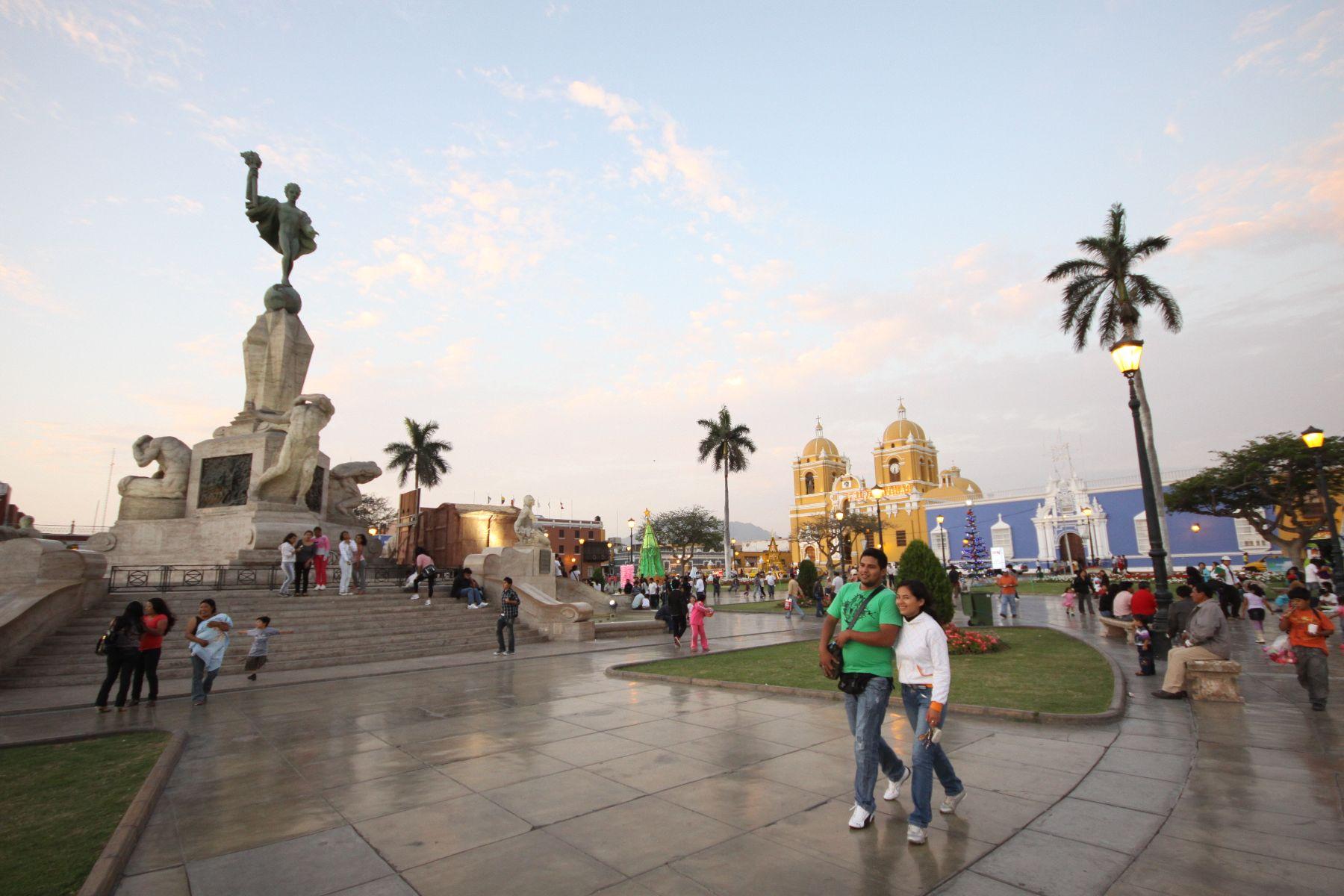 Trujillo, Perú - Noviembre 16. Plaza de Armas de Trujillo. Foto: ANDINA/Oscar Paz.