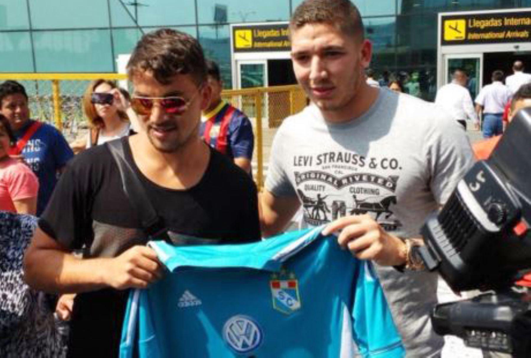 5410ed9350 Gabriel Costa y Santiago Silva reforzarán a Sporting Cristal. Twitter