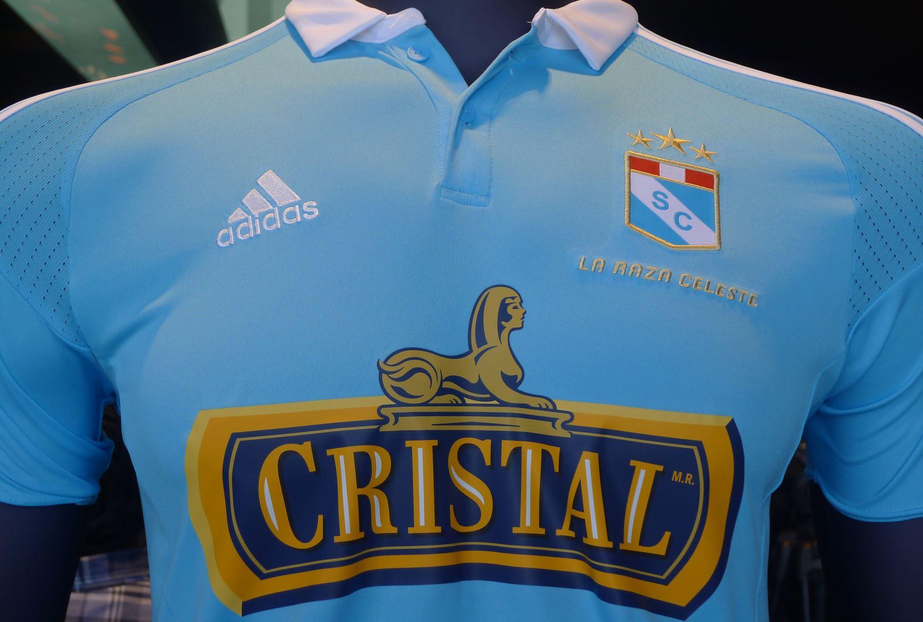 Sporting Cristal presentó nueva camiseta en homenaje a sus 60 años ... a5576ca51b35f