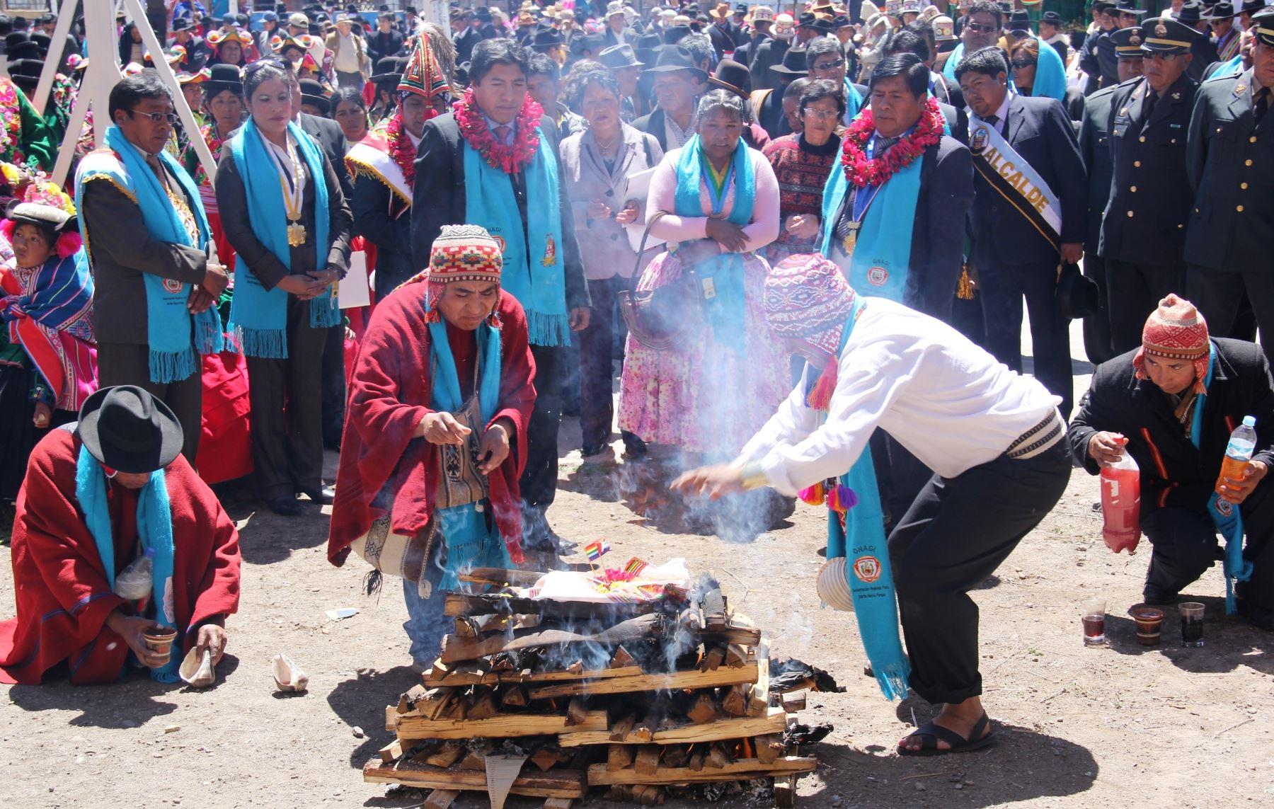 Pobladores de comunidades aledañas a Puno participaron de tradicional Entrada de Kapus, por la fiesta de la Virgen de la Candelaria. ANDINA