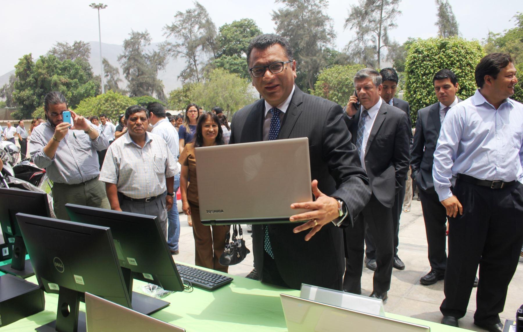 Ministro Juan Manuel Benites, participa de entrega de equipos del Serfor a regiones amazónicas para fortalecer vigilancia de los recursos forestales.